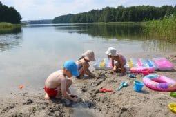 jezioro piaszczysta plaża